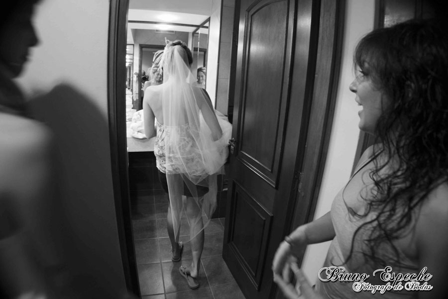 mercedes-juan-vigo-arnao-getting-ready-salto-bruno-espeche-pela-fotografo-wedding-photo-destination-destino-fotos-casamento (9)
